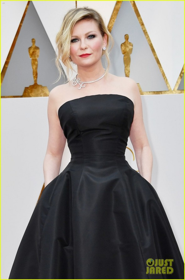kirsten-dunst-goes-classic-in-black-for-oscars-2017-02